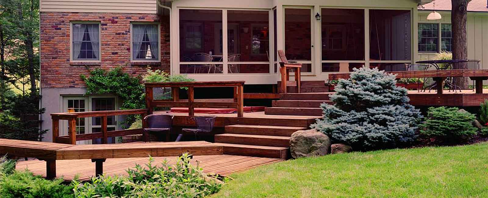 Outdoor Living & Deck